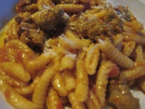 cucina, malloreddus, gnocchi, salsiccia, funghi, ricette sarde, malloreddus con salsiccia e funghi,