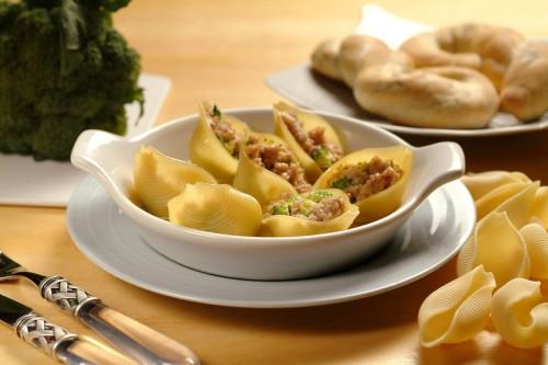 cucina, ricette, ricetta, primi piatti, conchiglioni, salsiccia, preparazione