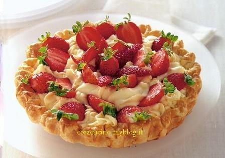 crostata con mousse cioccolato bianco e fragole.jpg