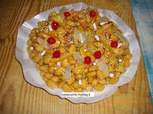 dolci natale,dolci,cucina,ricette,ricetta,natale,struffoli,preparazione,dolci napoletani,ricette napoletane