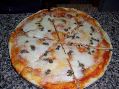 pizza napoletana, pizza, cucina, ricette, ricetta, mozzarella, acciughe, farina,