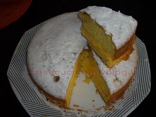 la torta all'arancia ripiena di crema all'arancia
