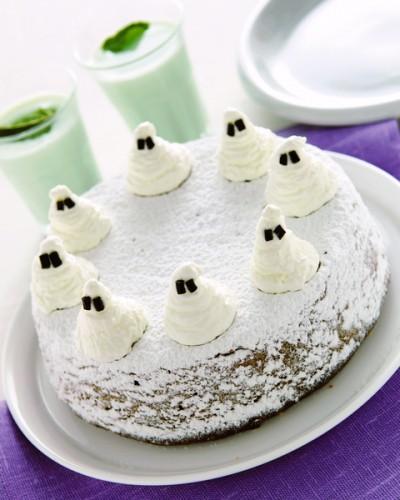 una torta per halloween:torta di zucca con fantasmini