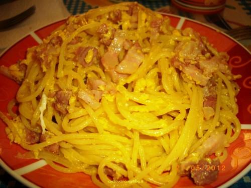 cucina,uova,pancetta,cognac,prosciutto,spaghetti alla carbonara,ricette cucina,carbonara,ricette,ricetta,food,primi piatti,spaghetti