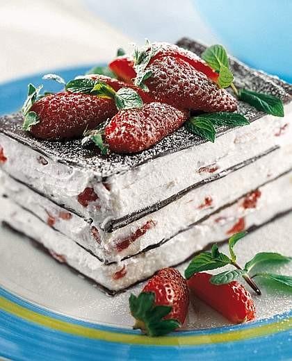 Millefoglie di cioccolato con panna alle fragole cosa for Decorazione torte millefoglie
