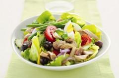 insalate, insalata nizzarda, cucina, ricette, ricetta, cipolla, lattuga, olive,