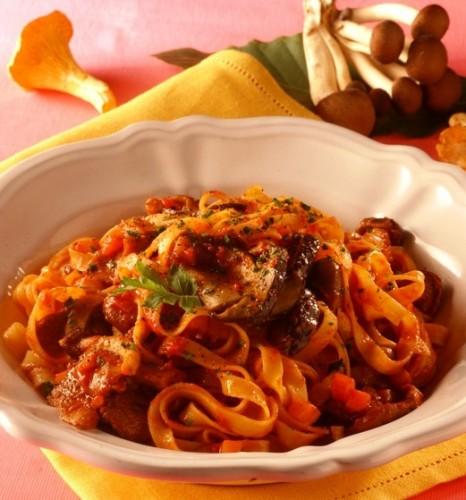 Tagliatelle con ragù alla boscaiola, cucina, ricette, ricetta, ragù, funghi, porcini,