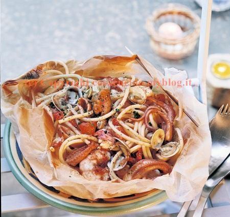 spaghetti allo scoglio nel cartoccio.jpg