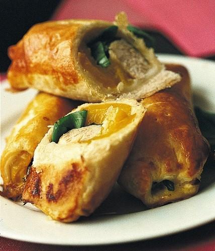 ucina, ricette, ricetta, arrosto, strudel, peperoni, pollo, secondi di carne, pasta sfoglia, food, ristorante