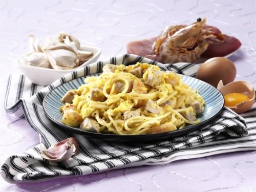 Spaghetti alla carbonara con tonno e spada