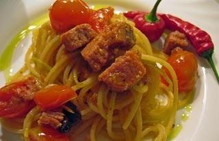 Hai provato la ricetta degli spaghetti piccanti al tonno?