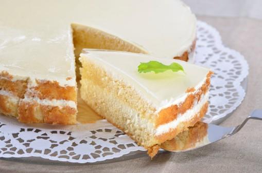 Torta di yogurt al limone con crema di latte