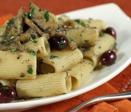 Rigatoni-con-carciofi-olive-e-capperi