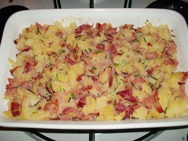 Sbriciolata di patate con spek e rosmarino: un gusto irresis