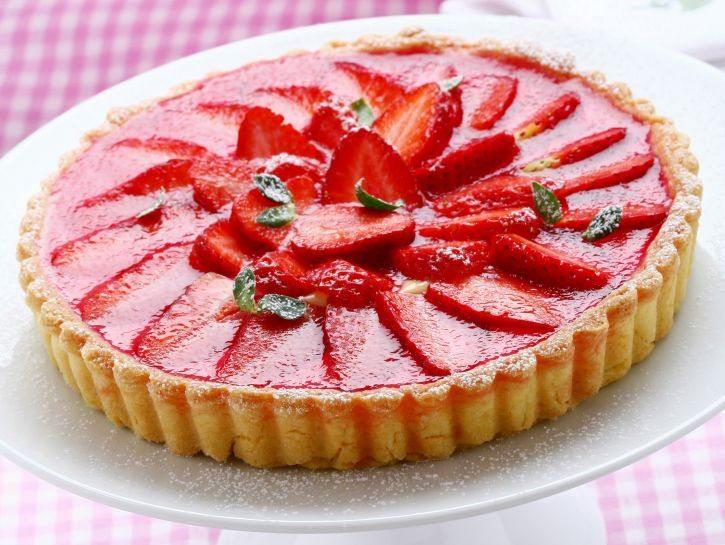 crostata-di-fragole-con-gelatina-di-brachetto-preparazione-725x545