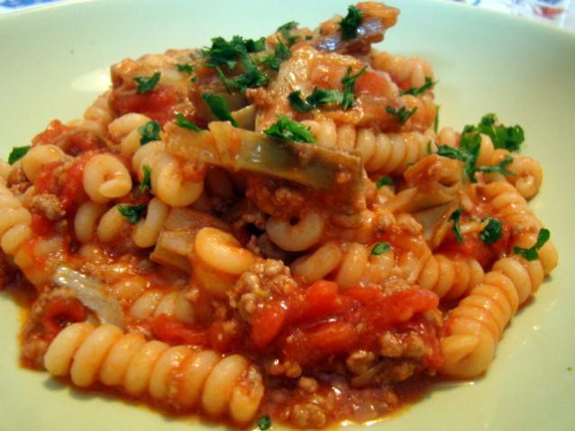 pasta-sugo-carne-e-carciofi-638x478