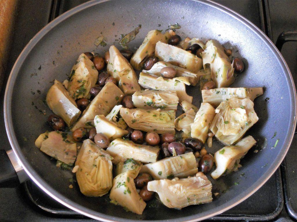 Carciofi-a-funghetto-con-olive-taggiasche-4