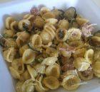 Orecchiette con zucchine saltate in padella, salsiccia panna