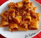 Paccheri con crema di peperoni e salsiccia