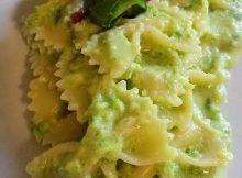 Pasta alla crema di taleggio con speck e zucchine